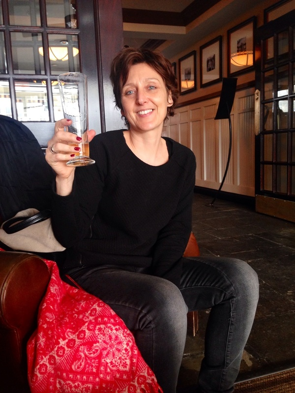Biertje drinken in Loeb Boathouse