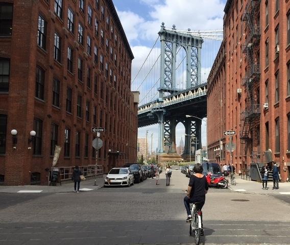 Bike through Dumbo view on Manhattan Bridge