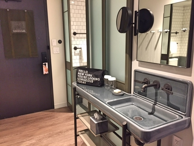 Moxy_Hotel_NYC Times_Square_room 1