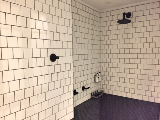 Moxy_Hotel_NYC Times_Square_shower