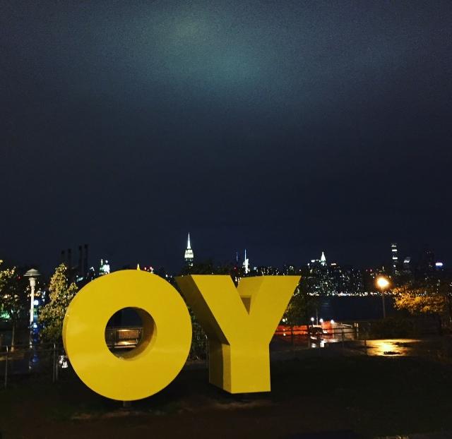 Yo_OY sign bij POD Brooklyn hotel